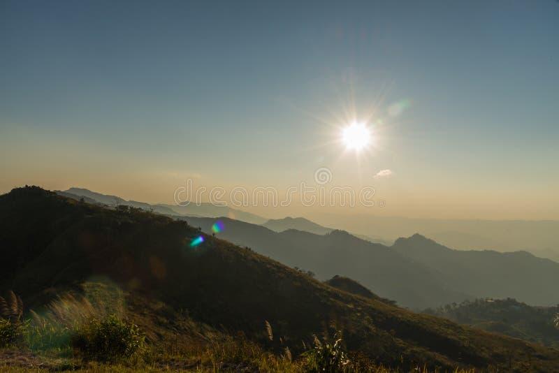 Natureza da montanha do por do sol fotografia de stock royalty free
