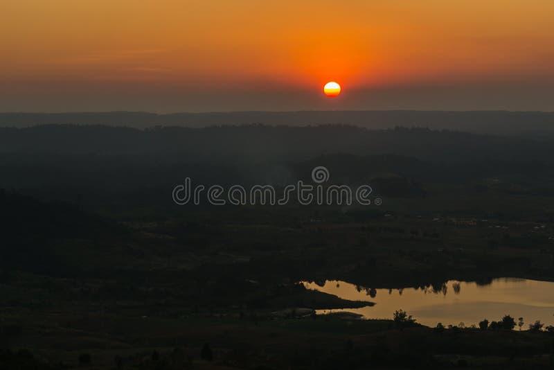 Natureza da montanha do por do sol imagem de stock