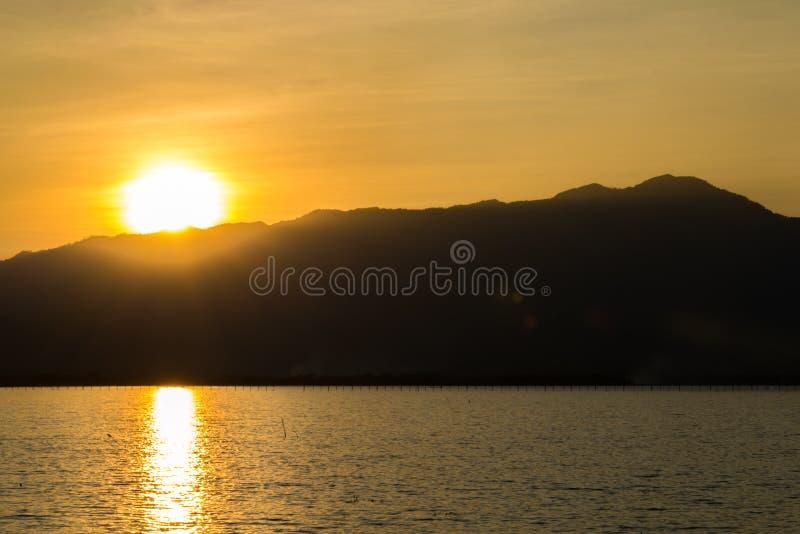 Natureza da montanha do por do sol foto de stock royalty free