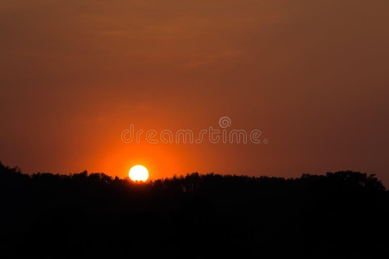 Natureza da montanha do por do sol imagens de stock royalty free