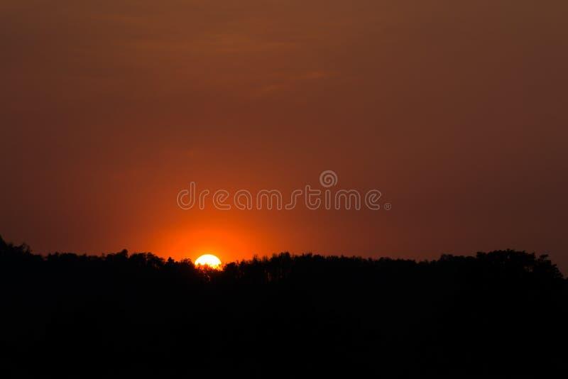 Natureza da montanha do por do sol foto de stock