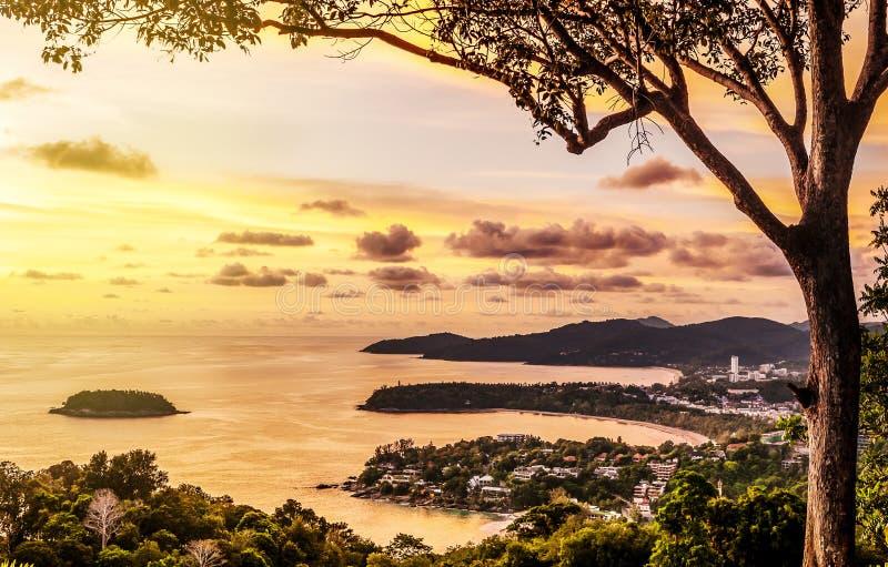 Natureza da paisagem do Seascape com por do sol no crepúsculo fotografia de stock royalty free