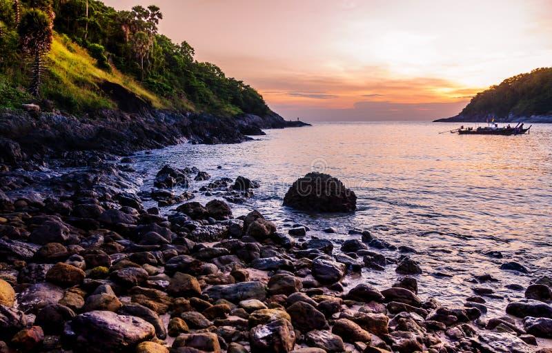 Natureza da paisagem do Seascape no crepúsculo com o colorido do por do sol imagem de stock royalty free