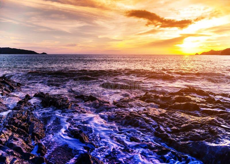 Natureza da paisagem do Seascape no crepúsculo com por do sol foto de stock royalty free