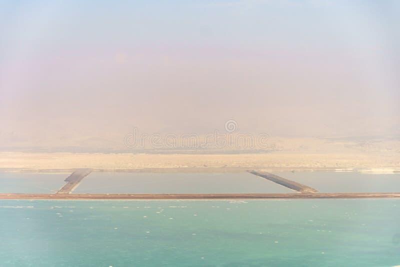 Natureza da paisagem pitoresca do Mar Morto no deserto de Israel imagem de stock