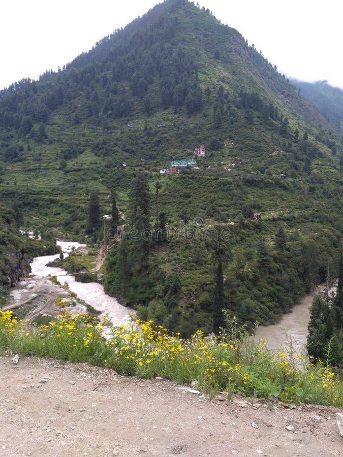 natureza do monte do rio da montanha imagens de stock