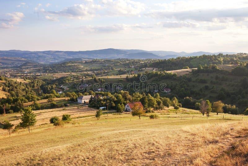 Natureza e ambiente Campos e montes Paisagem da montanha no ver?o Curso, turismo e agricultura slovakia foto de stock royalty free