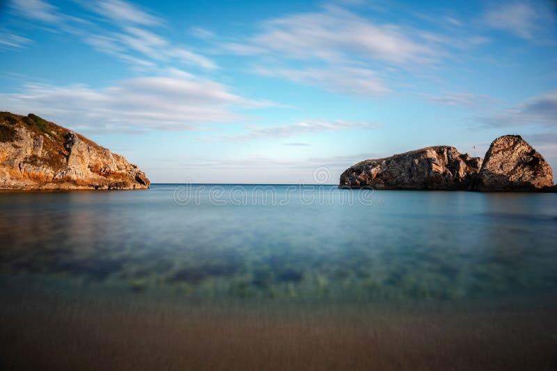 Natureza impressionante, paisagem marinha e rochas fotografia de stock