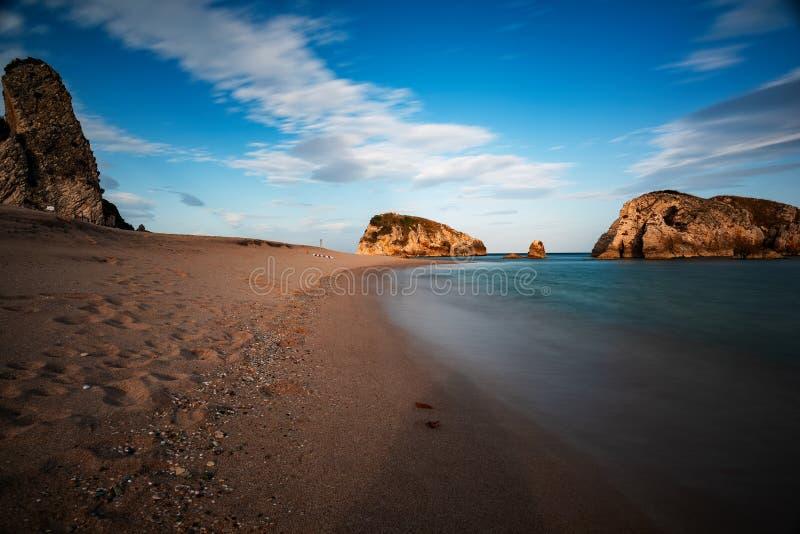 Natureza impressionante, paisagem marinha e rochas imagens de stock