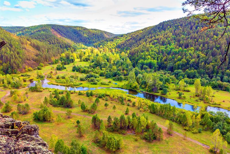 A natureza pitoresca dos Ural foto de stock