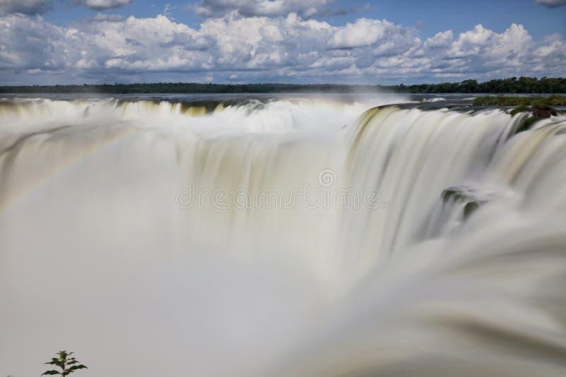 A natureza surpreendente de cachoeiras do iguazu foto de stock royalty free