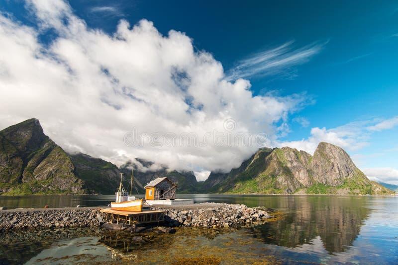 Natureza surpreendente de ilhas de Lofoten, Noruega fotografia de stock