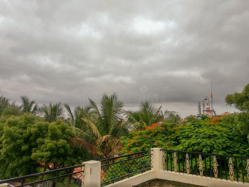 Natureza verde indiana com céu azul imagens de stock royalty free
