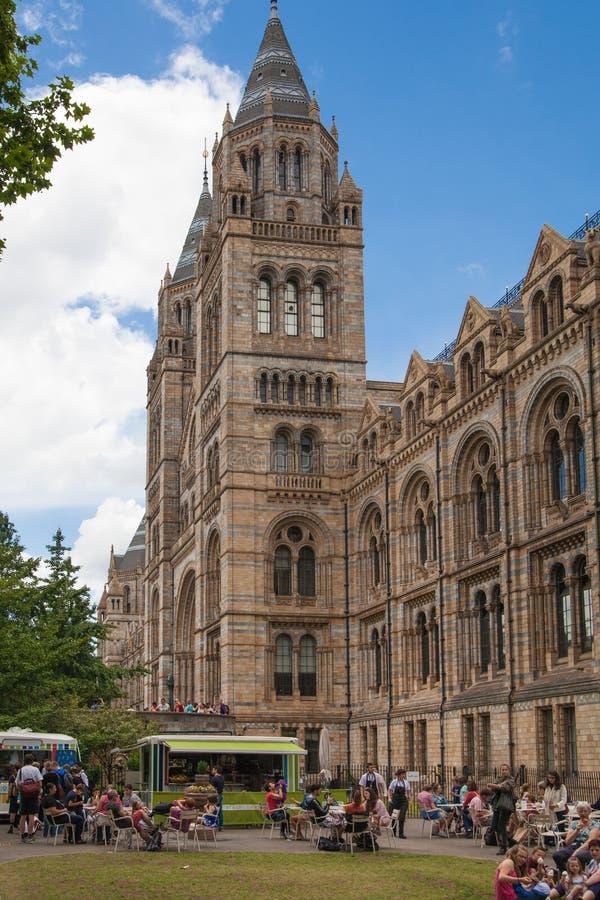 Naturhistoriamuseet är ett av det mest favorit- museet för turist i London royaltyfri foto