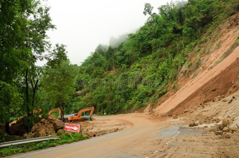 Naturkatastrofer jordskred under den regniga säsongen i Thailand royaltyfri fotografi