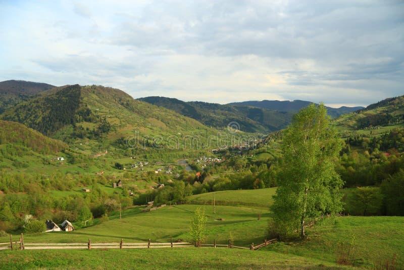 Naturlandschaft in den Bergen lizenzfreie stockbilder