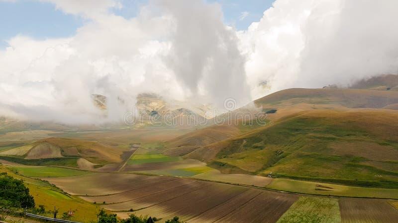 Naturlandschaft der Ebene von Castelluccio di Norcia Apennines, Umbrien, Italien lizenzfreie stockfotografie