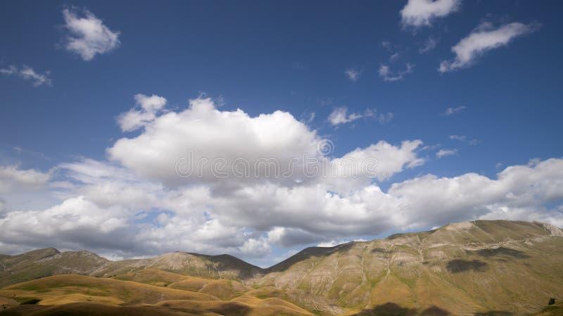 Naturlandschaft der Ebene von Castelluccio di Norcia Apennines, Umbrien, Italien stockbilder