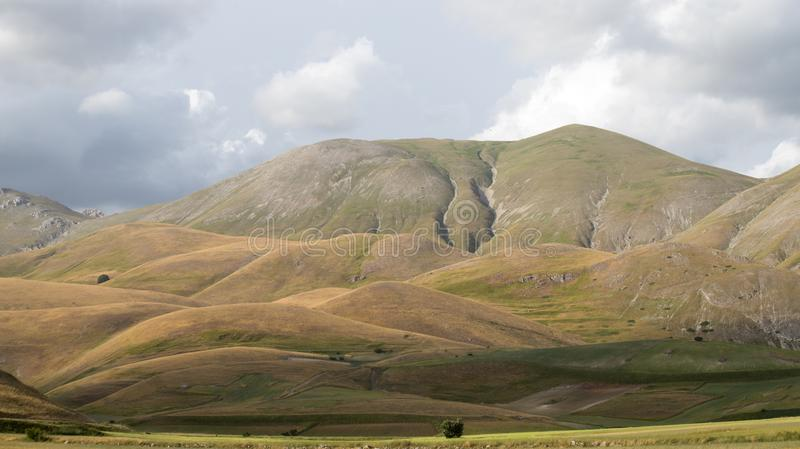 Naturlandschaft der Ebene von Castelluccio di Norcia Apennines, Umbrien, Italien lizenzfreies stockbild