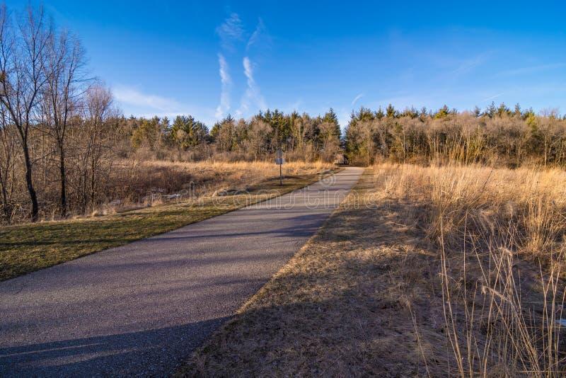 Naturlehrpfad-Panorama in Cedar Falls, Iowa stockfotos