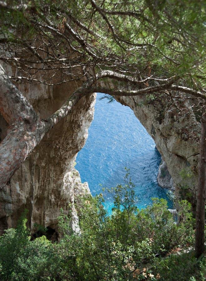 Naturlig båge, Capri royaltyfri fotografi
