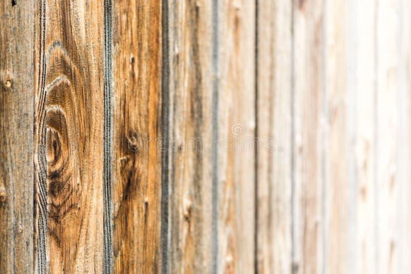 Naturlig brun ladugårdträvägg Trätexturerad bakgrundsmodell royaltyfri bild