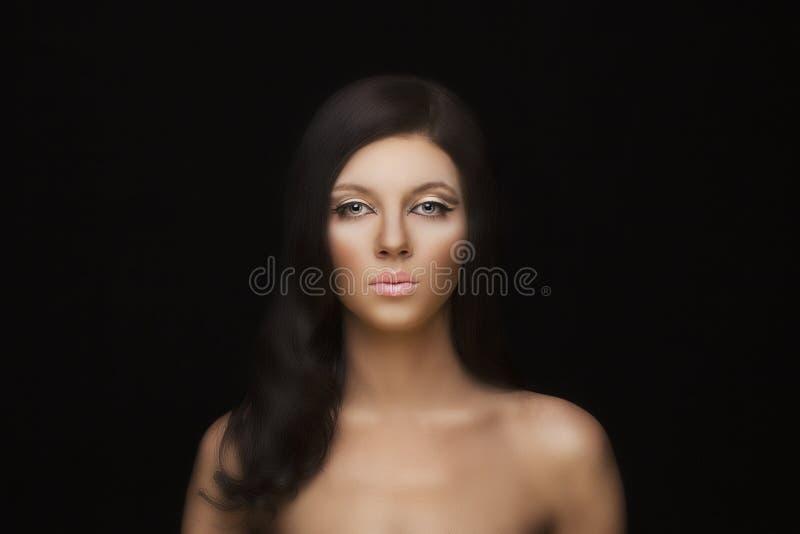 Naturlig framsidamodell för skönhet med makeup och hårstil royaltyfri fotografi