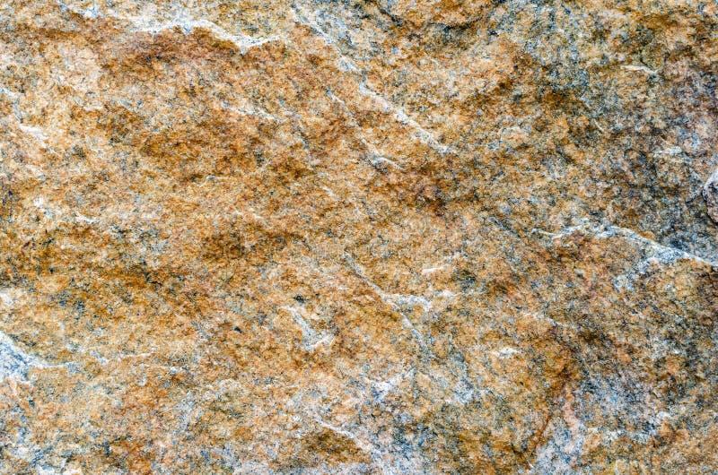 Naturlig guling stenar upp bakgrundstexturslut royaltyfria bilder