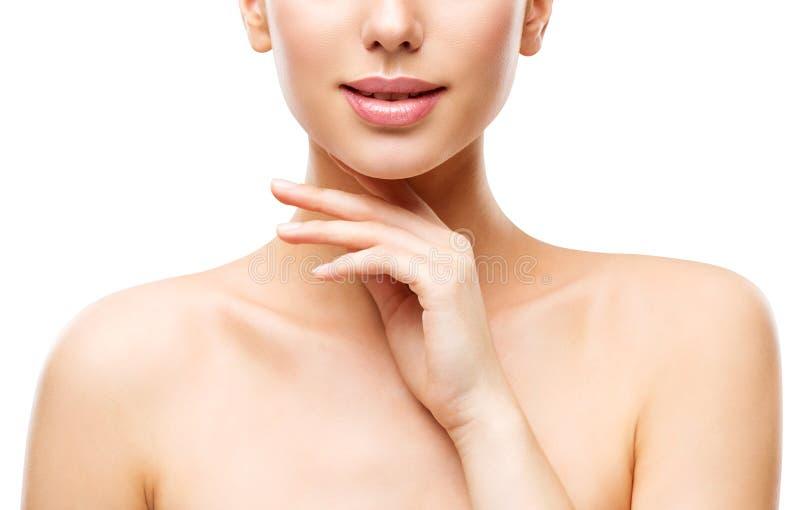 Naturlig hudomsorg för skönhet, kvinna som trycker på framsidan vid handen, ung flicka på vit royaltyfri bild