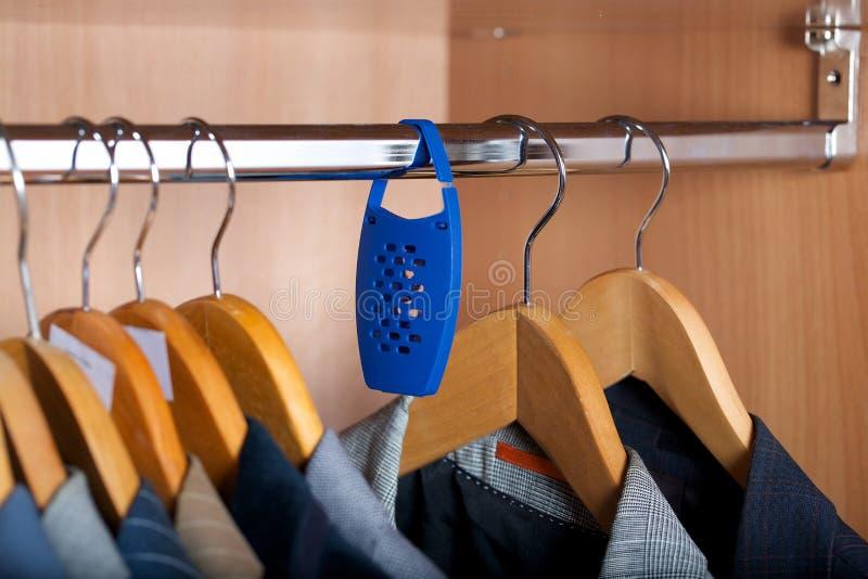 Naturlig mördare för klädermal - nödvändig olja av lavanderfreshner royaltyfri fotografi