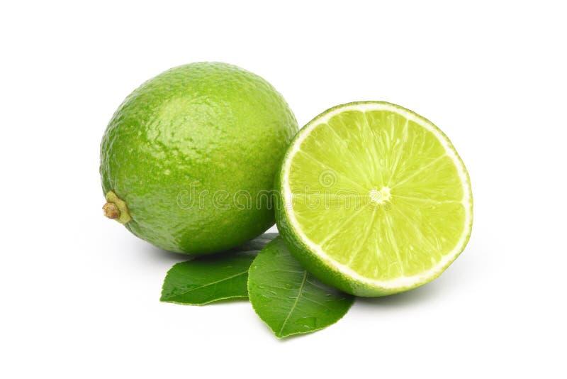 Naturlig ny limefrukt med snittet i halva royaltyfri foto