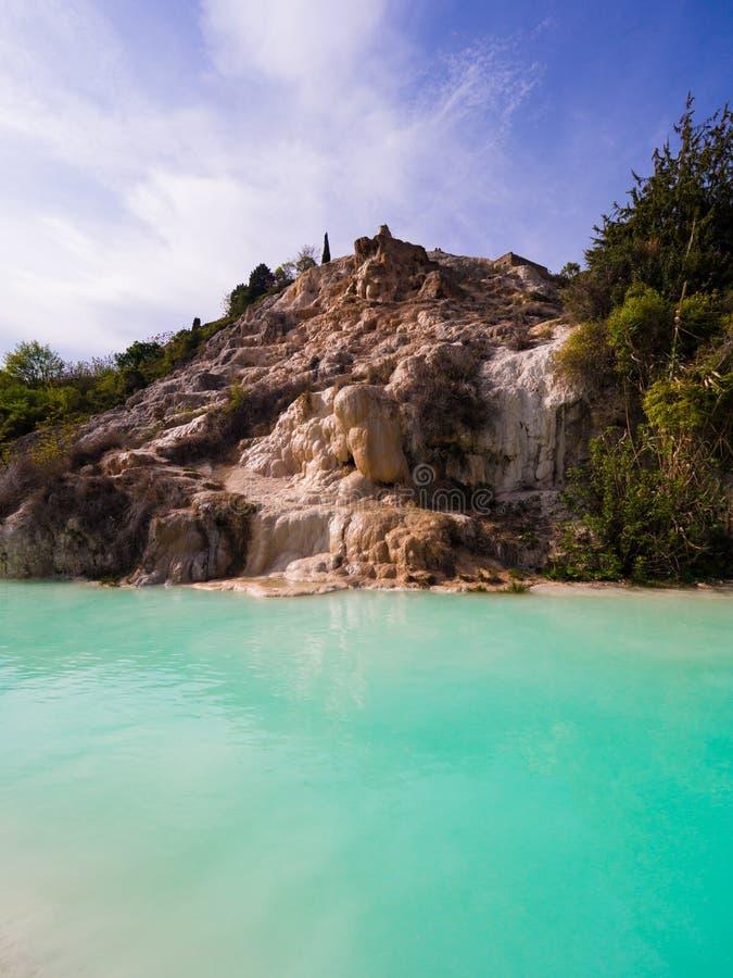 Naturlig simbassäng med vatten för termisk vår royaltyfri bild