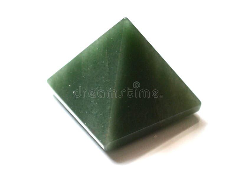 Naturlig sten Crystal Gemstone för grön Aventurine pyramid royaltyfri foto