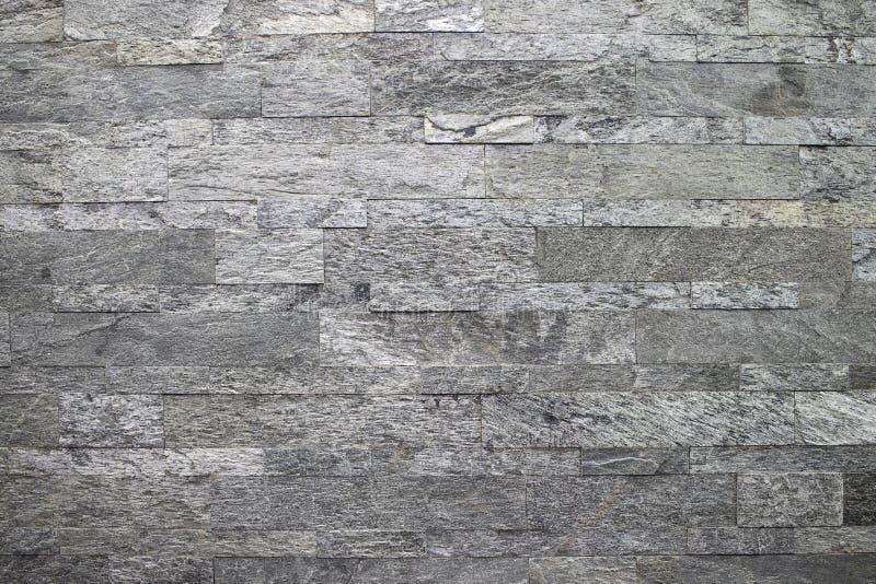 Naturlig sten, sl?tt linj?rt murverk, gr? l?ttnadstextur Väggen göras av stenen, yttersidan textureras fotografering för bildbyråer