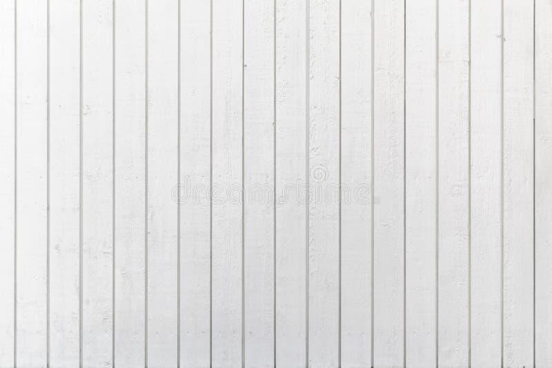 Naturlig vit trävägg som göras av plankor royaltyfri foto