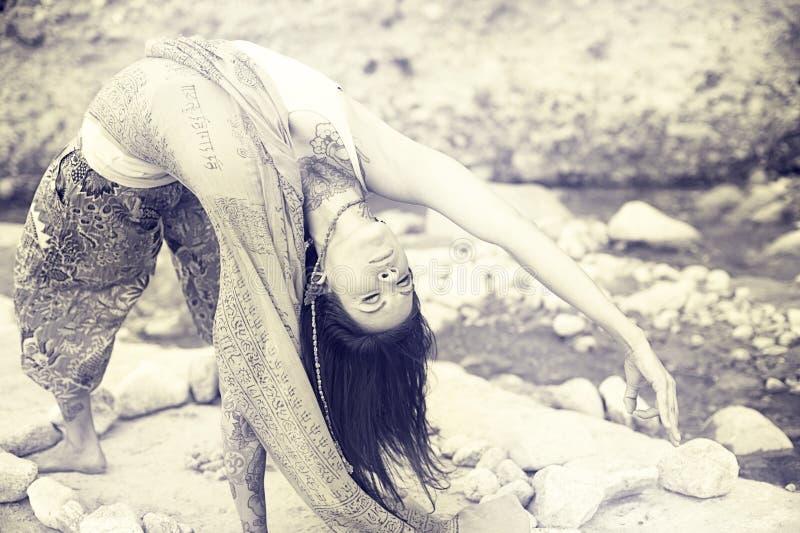 Naturlig Yoga royaltyfri fotografi