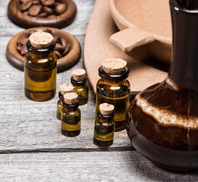 Naturliga aromatiska nödvändiga oljor royaltyfri bild
