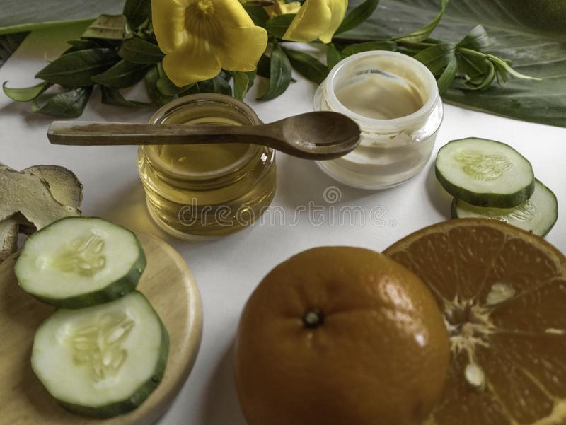 Naturliga boter för hudomsorg med organiska produkter arkivfoton