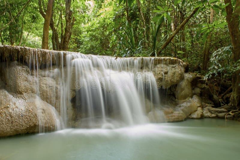 Naturliga dragningar f?r Thailand vattenfall royaltyfria foton