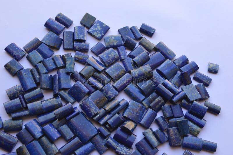Naturliga färgpärlor för lasursten royaltyfri fotografi