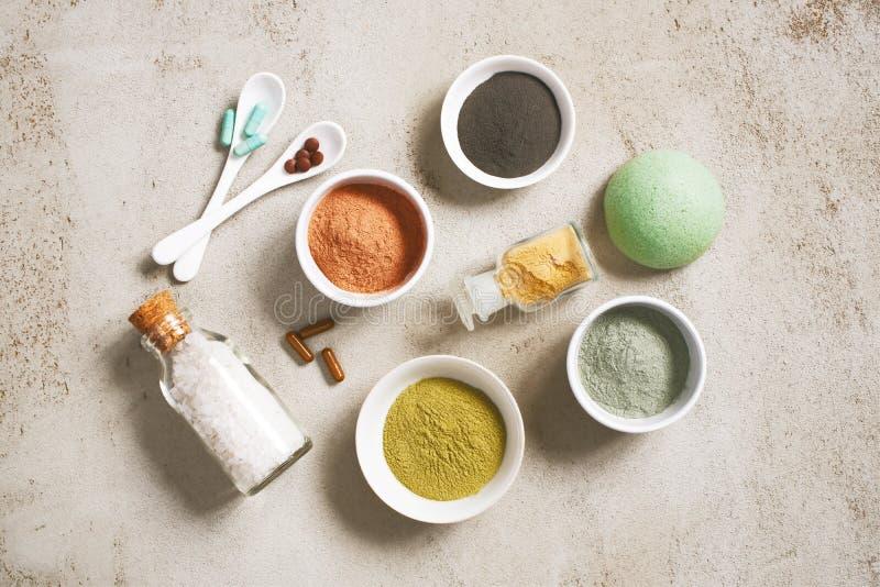 Naturliga ingredienser för omsorgskönhetsmedel, organiska kroppomsorgprodukter royaltyfria foton