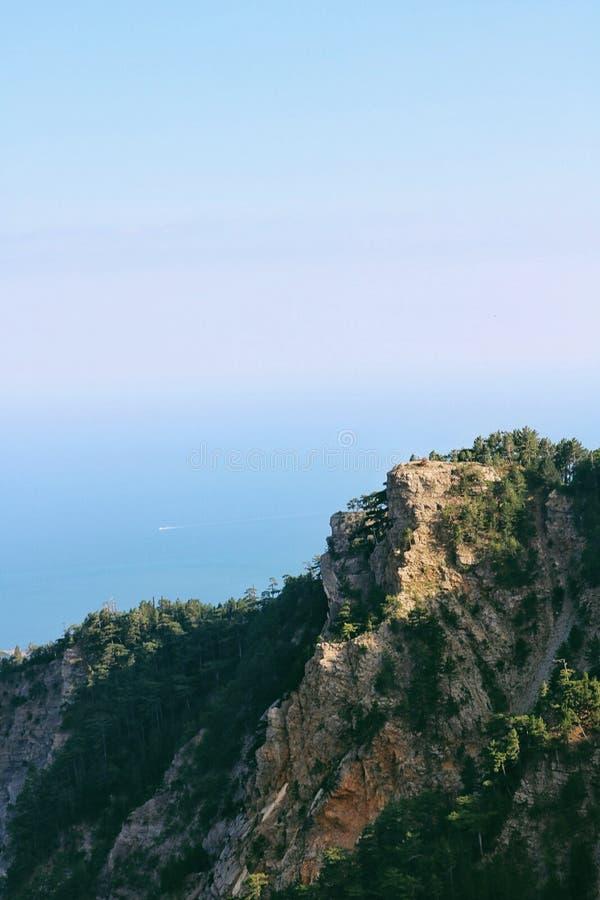 Naturliga skönhethav och berg arkivfoton