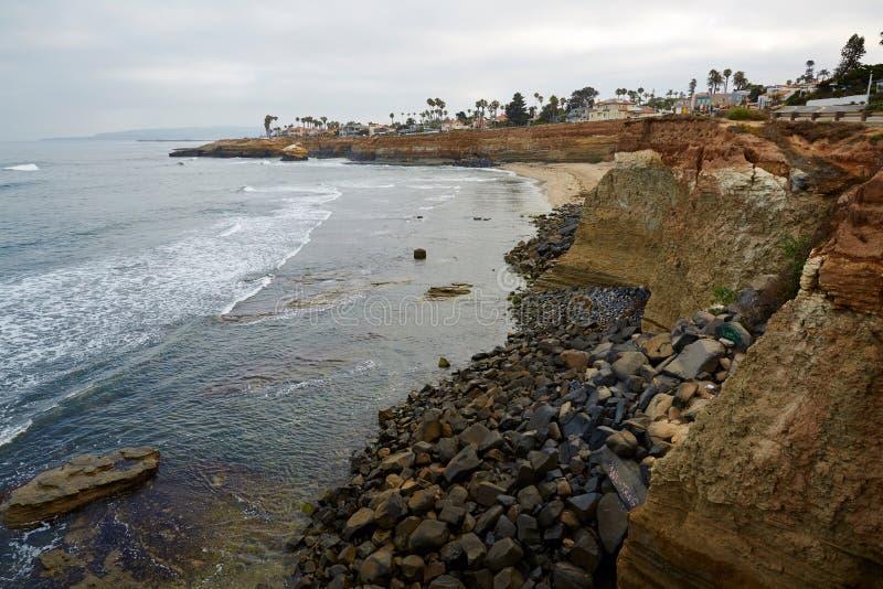 Naturliga solnedgångklippor parkerar, San Diego, Kalifornien royaltyfri fotografi