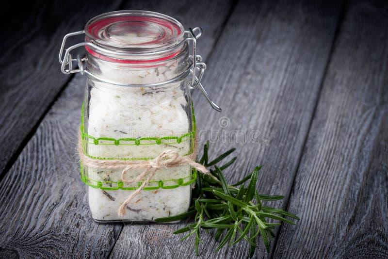 Naturligt diy crystal salt för bad arkivbild