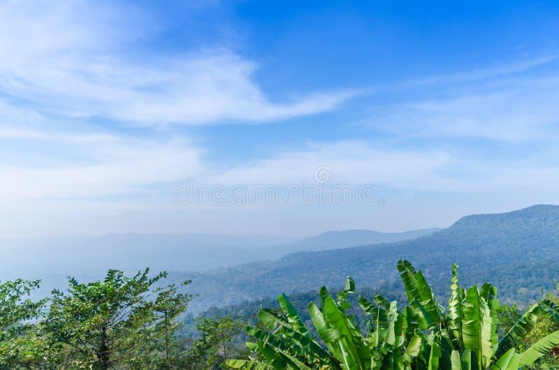 Naturligt landskap för härliga berg royaltyfria bilder