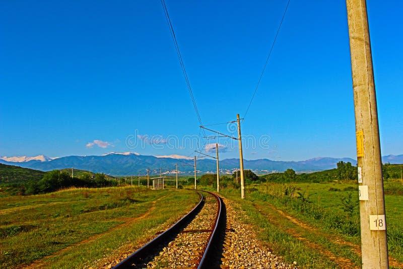 Naturligt landskap från Muletarovo den järnväg linjen, Kozhuh massiv, friskhet för Pirin berggräsplan arkivbild