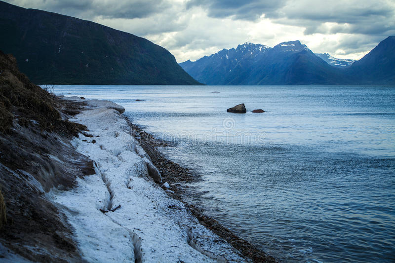 Naturligt landskap på geirangerfjorden fotografering för bildbyråer