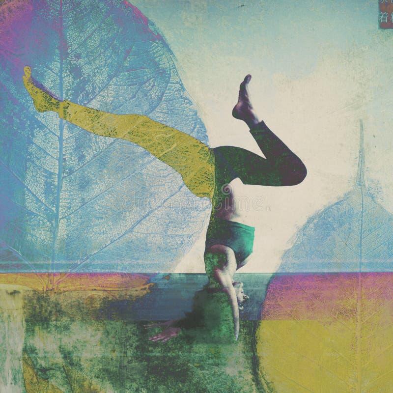 Naturligt yogatillstånd av meningskvinnan royaltyfri foto