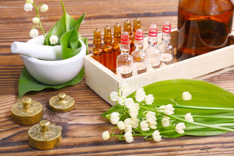 Naturopathy, ampules stock afbeelding
