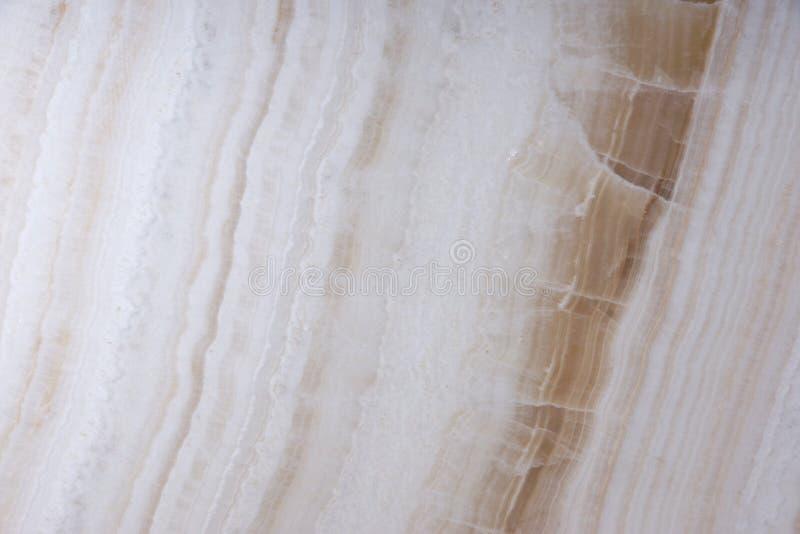Naturstein der weißen Farbe mit braunen Adern, rief Onyx an stockfotos